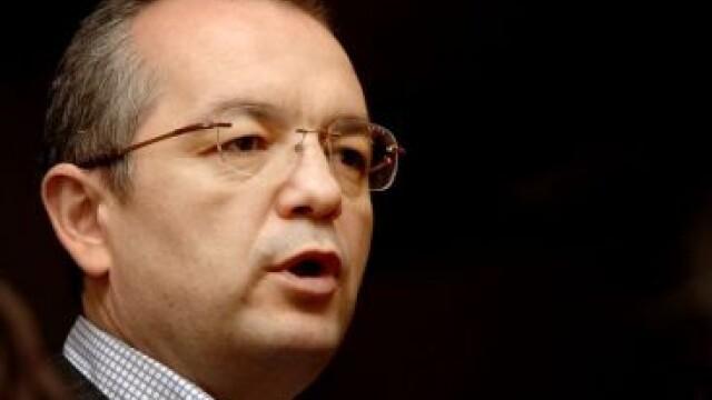 Premierul Boc a incercat sa-i convinga pe senatori sa voteze pensiile