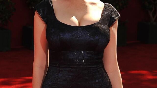 Christina Hendricks e cea mai sexy femeie din lume! Adio Megan Fox - Imaginea 4