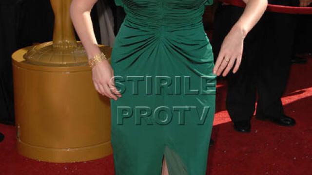 Christina Hendricks e cea mai sexy femeie din lume! Adio Megan Fox - Imaginea 11