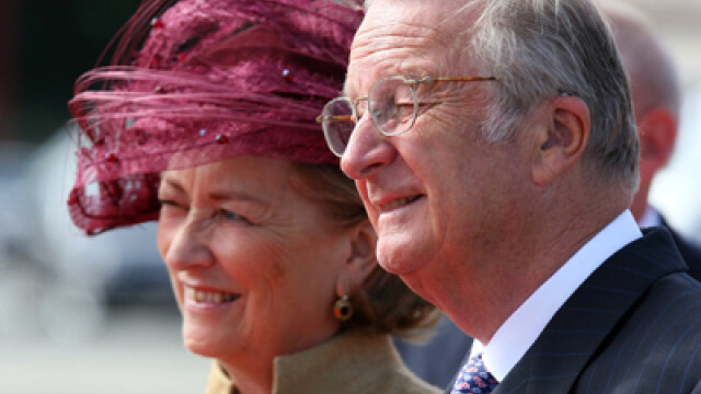 Regina Paola a Belgiei conduce! L-a scos pe Regele Albert II la plimbare