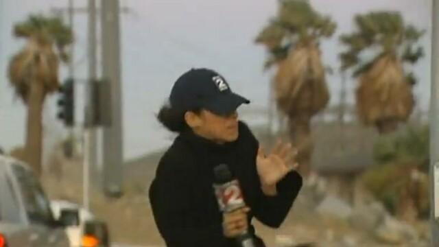 VIDEO. Jurnalism extrem. Cat pe ce sa fie luata pe sus de vant