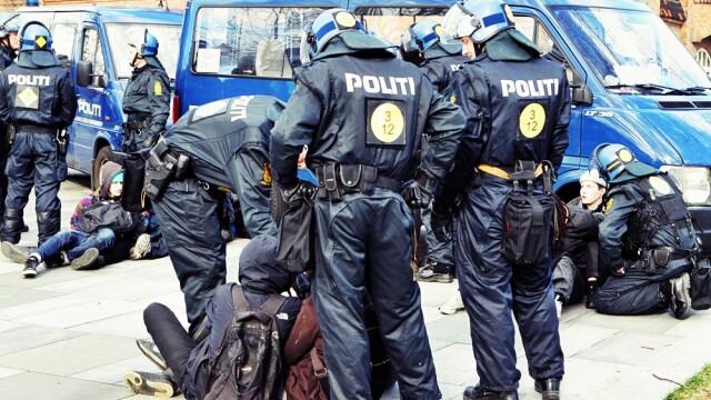 Bataie generala intr-un oras danez, la o manifestatie anti-Islam. 83 de protestatari, arestati