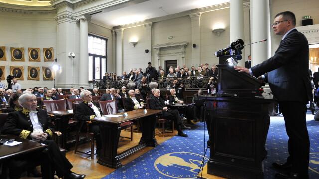 Mihai Razvan Ungureanu: Lasati intelectualii sa faca politica