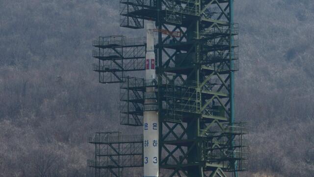 Coreea de Nord a dat voie presei sa vina sa vada RACHETA care irita SUA si Japonia. Foto si VIDEO - Imaginea 2