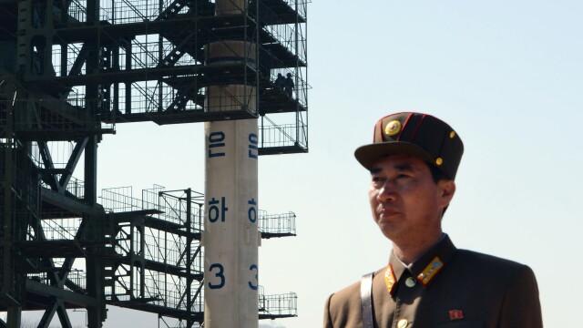 Coreea de Nord a dat voie presei sa vina sa vada RACHETA care irita SUA si Japonia. Foto si VIDEO - Imaginea 4