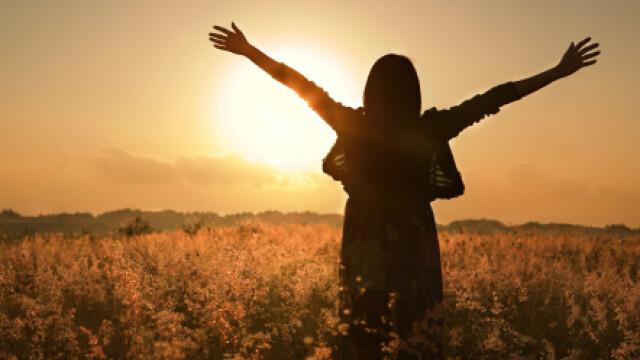 femeie, rasarit de soare