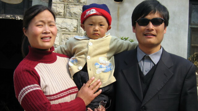 Christian Bale il poate vizita acum linistit. Disidentul chinez Chen Guangcheng a ajuns in SUA