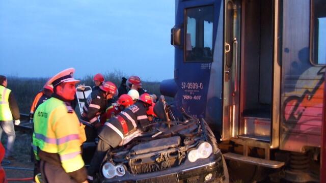 masina lovita de tren