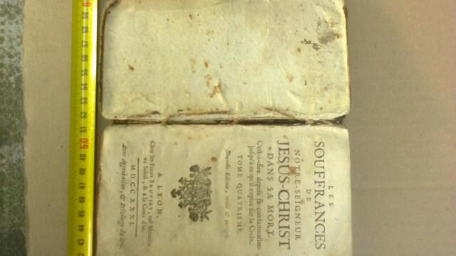 Tablouri si carti religioase vechi,furate din biserici italiene,recuperate de politistii hunedoreni - Imaginea 5