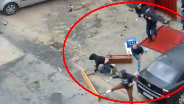 Violente intre fani inainte de Rapid - Steaua. 30 de persoane s-au batut cu pietre si sticle. VIDEO