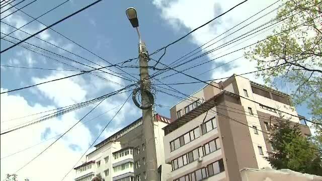 Cablurile care trec peste curtea sau locuinta dumneavoastra va pot aduce despagubiri. Ce spune legea