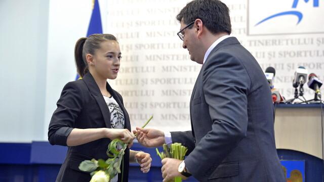 Eroii de la Europenele de Gimnastica, premiati de Guvern. Ce sume infime castiga antrenorii