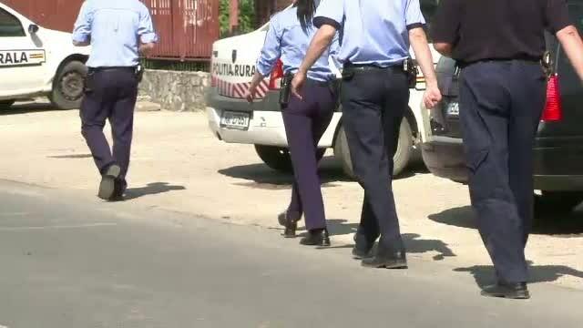 Doi politisti din Romania si-au condus ani la rand masinile fara a avea permis. Cum au fost prinsi
