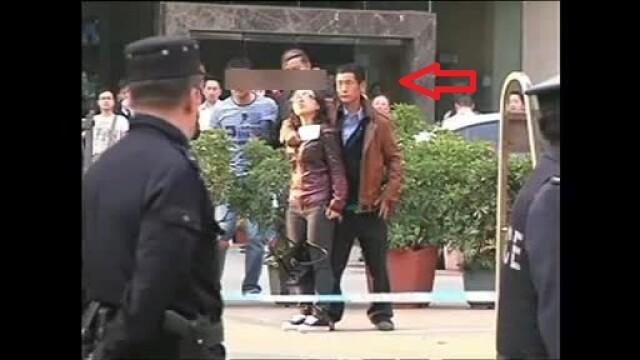 Scena de actiune ca in filme, in China. Momentul in care 2 politisti salveaza o ostatica, tinuta cu un cutit la gat. VIDEO