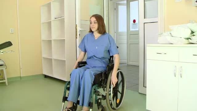Povestea emotionanta a tinerelor imobilizate intr-un scaun cu rotile, care spera sa devina medici si sa salveze vieti