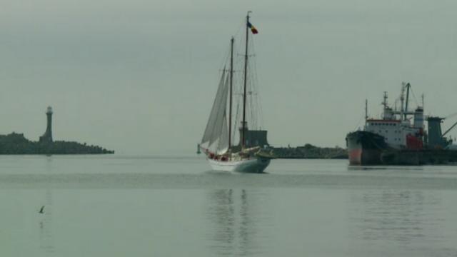 Spectacol maritim in Portul Constanta. Doua nave romanesti au plecat spre Bulgaria, unde are loc Regata Marii Negre
