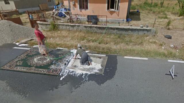 Descoperirea facuta de Google pe un drum judetean din Gorj. Motivul pentru care 2 femei au deviat circulatia - Imaginea 2