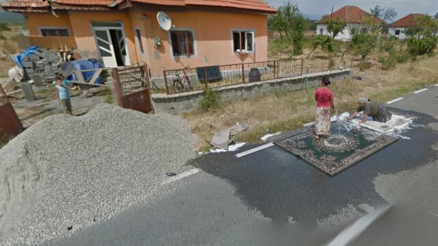 Descoperirea facuta de Google pe un drum judetean din Gorj. Motivul pentru care 2 femei au deviat circulatia - Imaginea 4