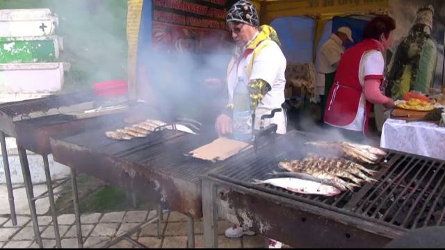 Sute de oameni au participat la Festivalul Scrumbiei de la Galati. Pescarii s-au declarat dezamagiti de \