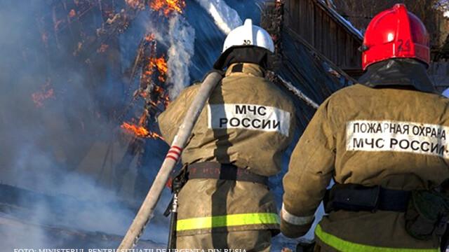 Incendiul urias de vegetatie din Siberia nu a fost inca stins. VIDEO: Masinile iau foc in timp ce traverseaza o padure