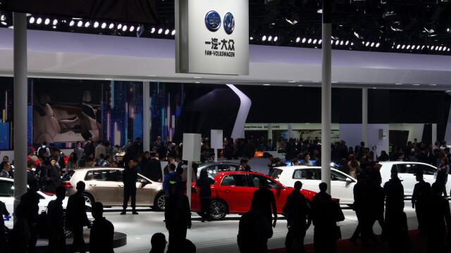 Organizatorii celui mai mare salon auto din China au interzis modelele imbracate sumar care pozeaza pe masini. Cum au motivat