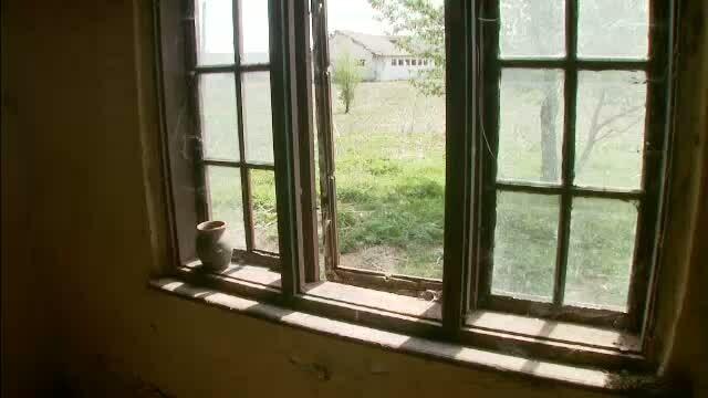 Misterul satelor-fantoma din Romania. De 30 de ani nimeni nu mai locuieste in ele, dar in acte figureaza ca administrate