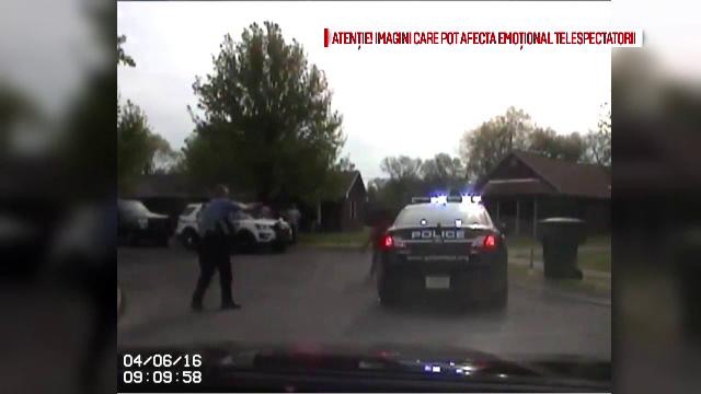 Scene socante in Statele Unite: un politist a impuscat mortal o femeie, care il ameninta cu un topor. Ce s-a intamplat apoi