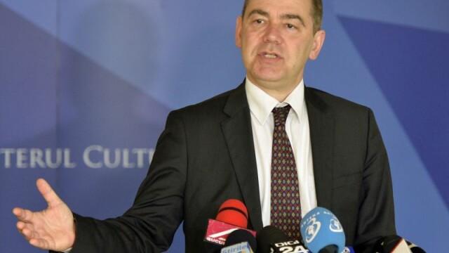 Ministrul Culturii si-a anuntat demisia pe Facebook. Iohannis : \