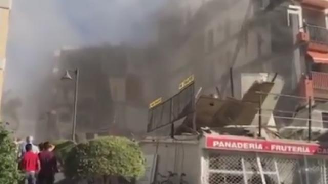 Un bloc cu 4 etaje s-a prabusit in Tenerife. Mai multe persoane, prinse sub daramaturi. VIDEO