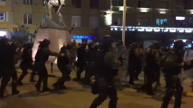Criza politica in Macedonia. Decizia presedintelui a scos mii de oameni in strada si a dus la proteste violente