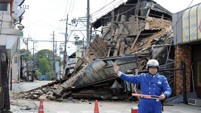 Bilantul cutremurelor devastatoare din Japonia a urcat la 32 de morti si 2.000 de raniti. Versantul unui munte s-a prabusit - Imaginea 4