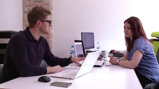 Fenomenul de coworking sau munca in comun prinde din ce in ce mai mult teren la noi in tara. Care sunt avantajele