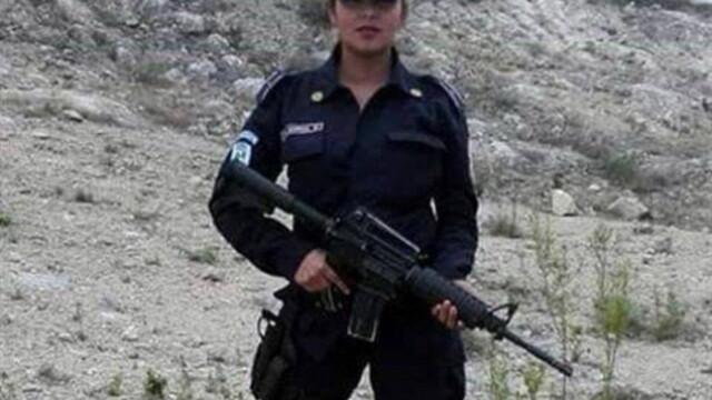 O politista din Mexic s-a pozat topless in timpul serviciului si a postat imaginea pe Facebook. Reactia sefilor ei