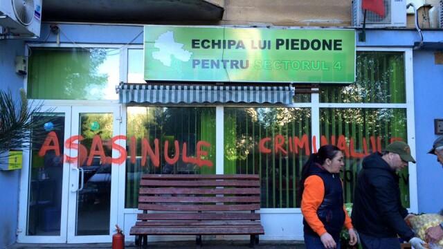 Biroul lui Piedone a fost vandalizat. Pe cine acuza fostul primar pentru mesajele dure scrise pe geamuri