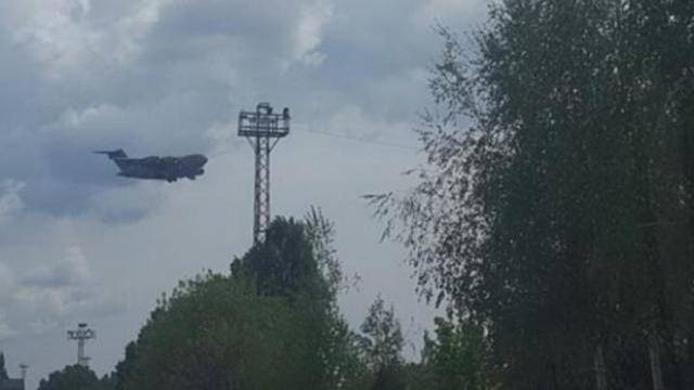 Avionul misterios surprins deasupra orasului Chisinau. Cine se afla la bordul aeronavei care a aterizat in secret pe aeroport