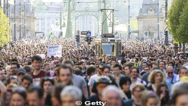 10.000 de manifestanti au iesit in strada, in Budapesta, in sprijinul universitatii infiintate de miliardarul George Soros