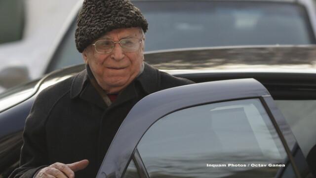 Pentru prima dată, fostul preşedinte Ion Iliescu nu a putut ajunge la secţia de votare