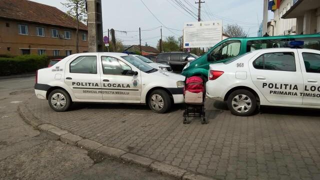Amenda pe care a primit-o un timisorean dupa ce a postat pe Facebook o poza cu doua masini ale politiei parcate pe trotuar