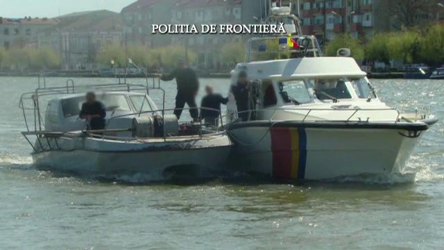 Cinci ucraineni, prinsi de politistii din Constanta cu sute de kg de calcan la bordul navei. Ce risca acum marinarii