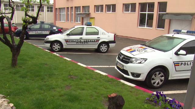 135 de candidati s-au luptat pentru cele 8 posturi de politist local, in Pitesti. \