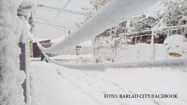Orasul Barlad, rupt de lume din cauza zapezilor. Magazinele nu mai vand decat paine si apa, fiindca nu pot da bon fiscal