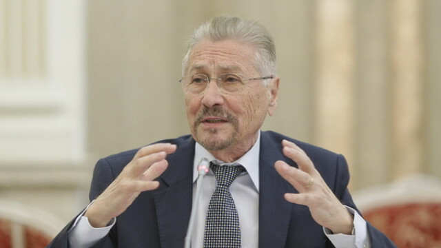 Invitat la congresul ALDE, Emil Constantinescu l-a comparat pe Tariceanu cu Margaret Thatcher, Helmuth Kohl si Gorbaciov