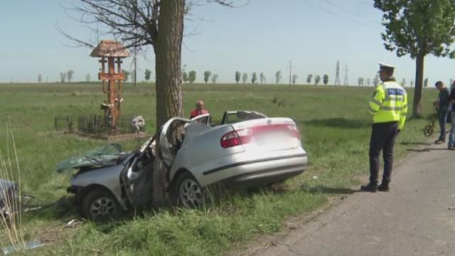 Grav accident in judetul Buzau. O mama a murit dupa ce a facut accident cu masina in care se afla fetita ei de 7 ani