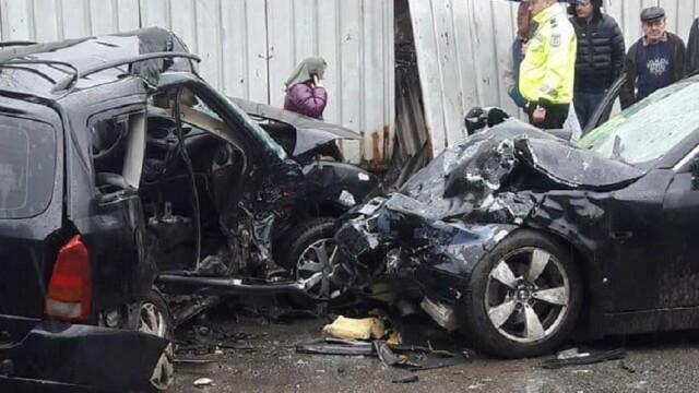 Doi morţi şi 9 răniţi, după ce două maşini s-au ciocnit frontal. Codul roșu de intervenție, activat