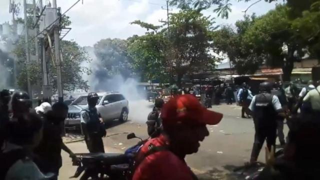 Poliţişti arestaţi după ce un incendiu a provocat moartea a zeci de deţinuţi în Venezuela