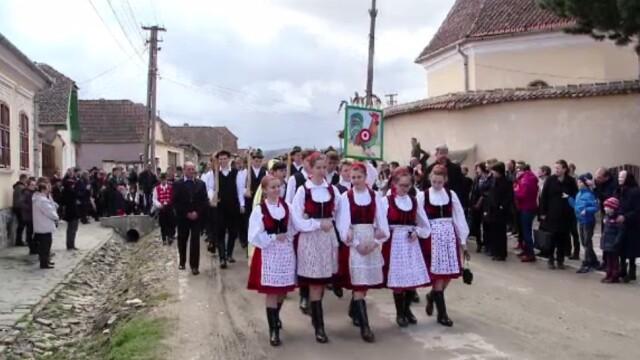Tradiție de sute de ani într-un sat din Brașov. Localnicii s-au adunat pentru \