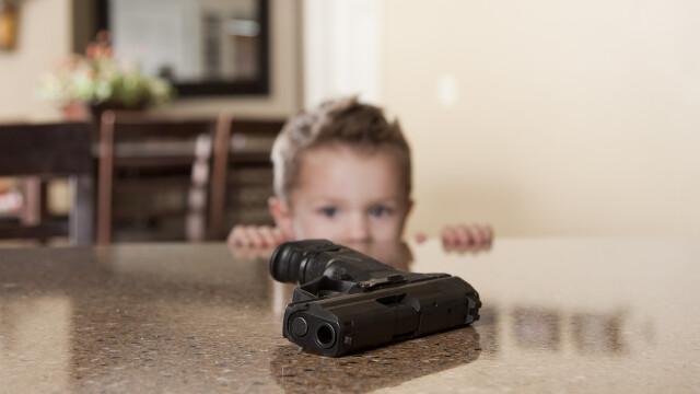 Copil cu arma