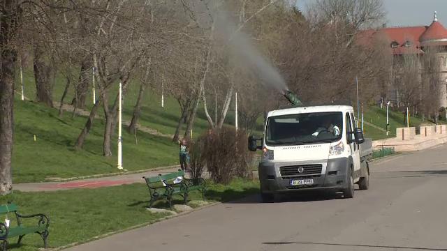 Primăria Capitalei a început curățenia de primăvară, în parcuri și pe străzi