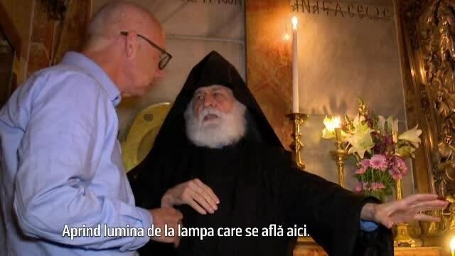 Episcop: Lumina Sfântă de la Ierusalim vine de la o lampă, am aprins-o şi eu de 3 ori