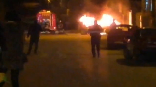 O maşină a ars în timp ce şoferiţa era la Înviere. Ce uitase femeia înăuntru